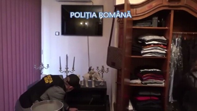 Ce a găsit poliția în casa unui bărbat din Buzău care își amenința vecinii că le aruncă în aer casele