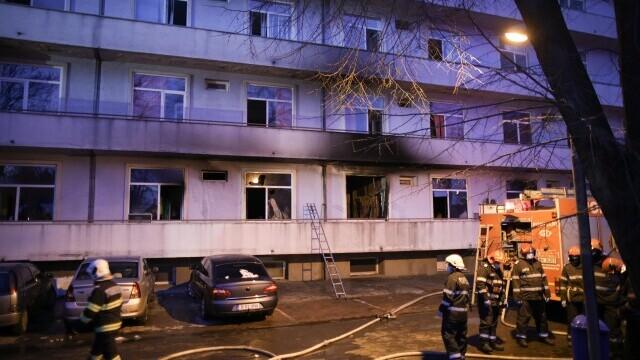Zeci de persoane protestează în faţa Ministerului Sănătăţii, în urma incendiului de la Balș