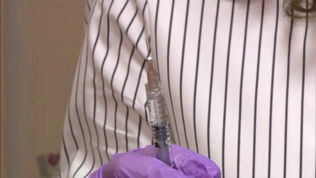 Ce reacții adverse pot apărea dacă te vaccinezi anti-Covid după un tratament cu acid hialuronic