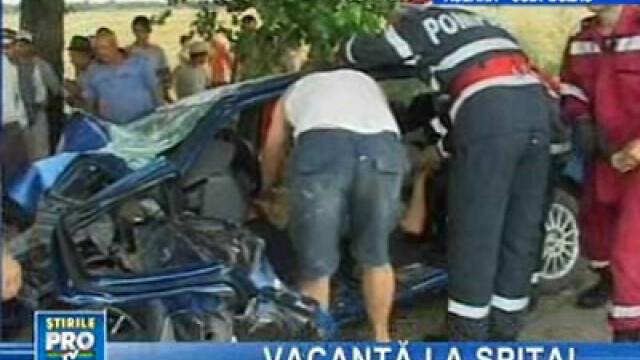 Maşina românilor, după impactul cu pomul