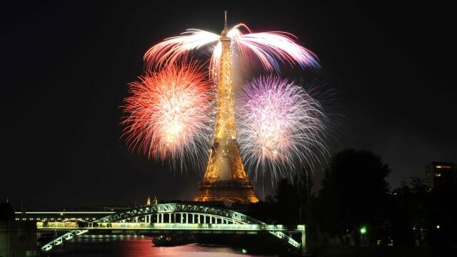 Un foc de artificii de 30 de minute a incheiat sarbatoarea Frantei!