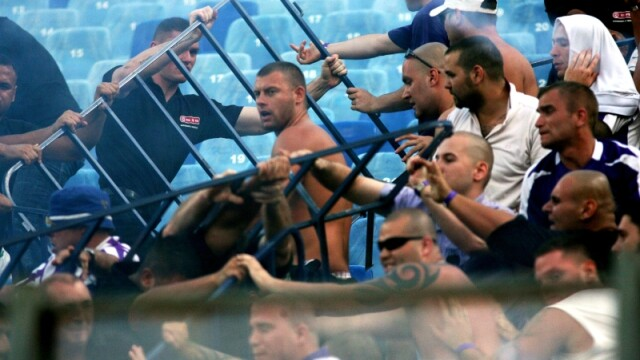 Steaua - Ujpest: 2-0! Incidente pe teren si in tribune! - Imaginea 1