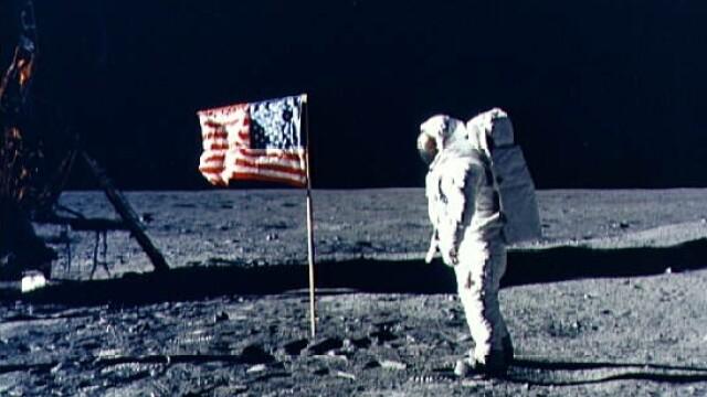 Armstrong, primul care a pasit pe Luna. Aldrin, primul care a urinat - Imaginea 1