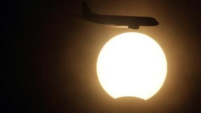 Cum s-a vazut eclipsa de soare in Romania! Trimite imagini din orasul tau
