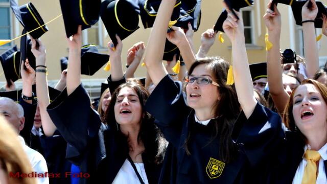 Prefectura Dolj ii trimite in vacanta pe elevii care au luat 10 la Bac