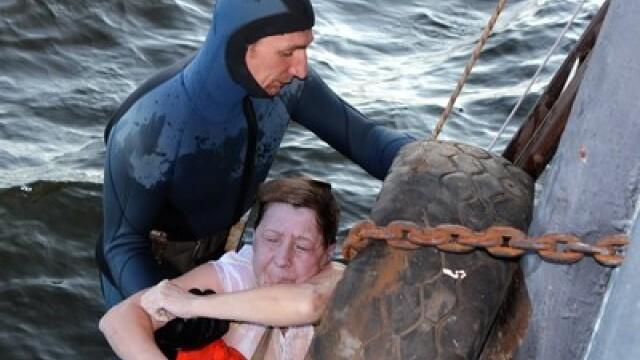FOTO SOC. Titanicul din Rusia. Aproximativ 64 de corpuri sunt blocate in adancurile fluviului Volga - Imaginea 1