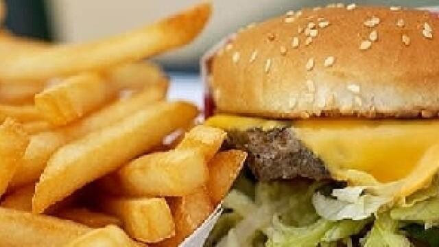 Ce a mancat un baiat de 2 ani intr-un fast food din SUA. Mama: \