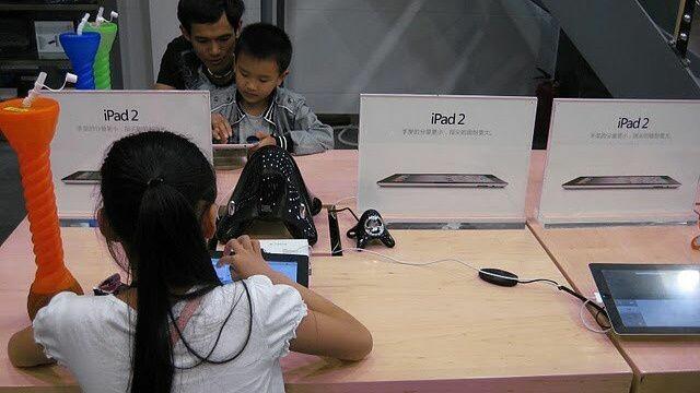 Au copiat un magazin Apple perfect iar angajatii credeau ca lucreaza pentru Steve Jobs.Cum s-a aflat