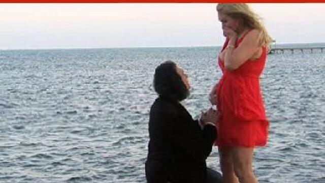 """S-a jurat ca n-o sa cada niciodata in genunchi pentru o cerere in casatorie. Cum s-a """"impiedicat""""?"""