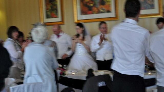 Aceasta este cea mai reusita fotografie din albumul lor de nunta. Cum arata celelalte imagini - Imaginea 1