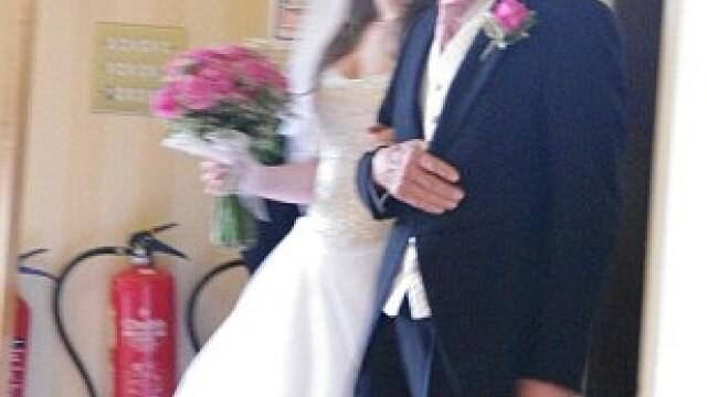 Aceasta este cea mai reusita fotografie din albumul lor de nunta. Cum arata celelalte imagini - Imaginea 6