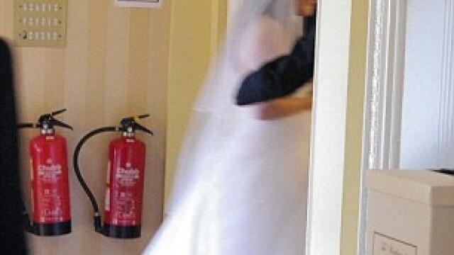 Aceasta este cea mai reusita fotografie din albumul lor de nunta. Cum arata celelalte imagini - Imaginea 7