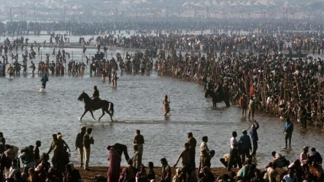 Locul in care 70 mil. de oameni se roaga in acelasi timp.Cum arata o festivitate religioasa in India - Imaginea 3