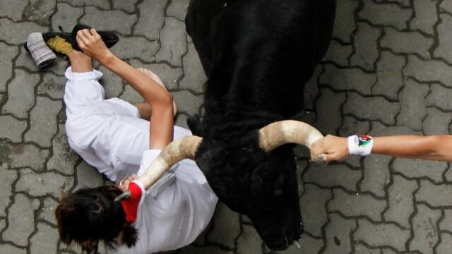 Imagini socante de pe cea mai sangeroasa strada din Europa. 5 raniti in festivalul de la Pamplona - Imaginea 2