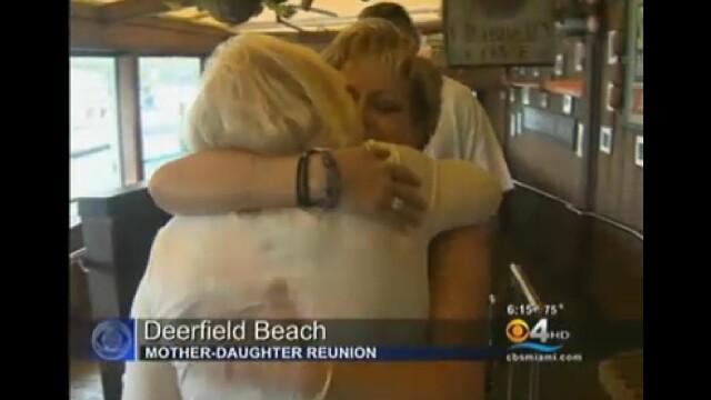 Fiica si-a regasit mama dupa 48 de ani cu ajutorul Facebook. Momentul emotionant al revederii. VIDEO