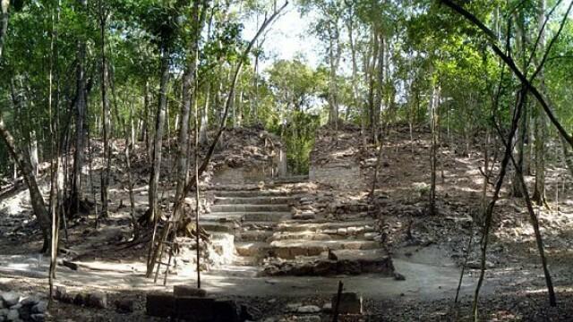 Secretul pastrat timp de 1.300 de ani. Ce au ascuns mayasii in podeaua unui palat din Mexic - Imaginea 1
