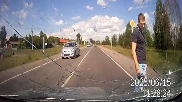 Momente de groaza pentru un sofer din Rusia. Ce i-a aparut brusc in fata masinii. VIDEO - Imaginea 1
