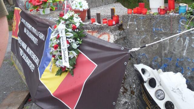 Imagini emotionante din Muntenegru. Prapastia unde cei 18 romani au murit a devenit loc de pelerinaj - Imaginea 7