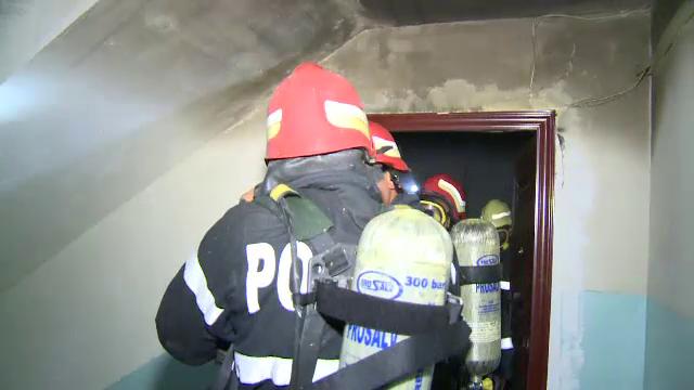 O femeie a murit si 5 persoane au fost ranite luni noapte intr-un incendiu produs in Capitala
