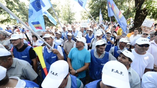 2.500 de angajati CFR au protestat in Capitala. Mars de la Ministerul Transporturilor la Guvern