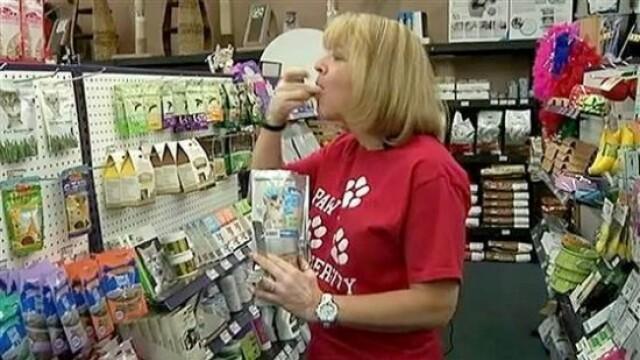 O femeie din SUA a trait doar cu mancare pentru caini, timp de o luna. Ce a incercat sa demonstreze