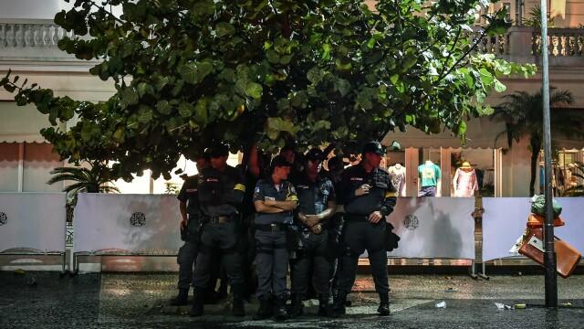 Steaguri arse si lupte de strada. Violente in Brazilia, dupa cosmarul din semifinalele Campionatului Mondial. GALERIE FOTO - Imaginea 8