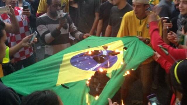 Steaguri arse si lupte de strada. Violente in Brazilia, dupa cosmarul din semifinalele Campionatului Mondial. GALERIE FOTO - Imaginea 9