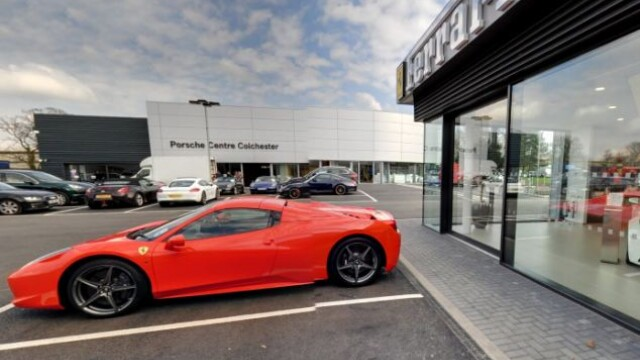 A vrut sa testeze un Ferrari de 200.000 de lire sterline inainte de-a cumpara masina. Ce s-a intamplat insa cu bolidul