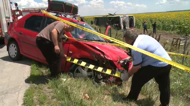 ANIMATIE GRAFICA. Cum a fost rasturnat un autocar cu 40 de oameni de un Logan. Filmul accidentului cu 33 de raniti de pe A2 - Imaginea 2