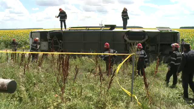 ANIMATIE GRAFICA. Cum a fost rasturnat un autocar cu 40 de oameni de un Logan. Filmul accidentului cu 33 de raniti de pe A2 - Imaginea 5
