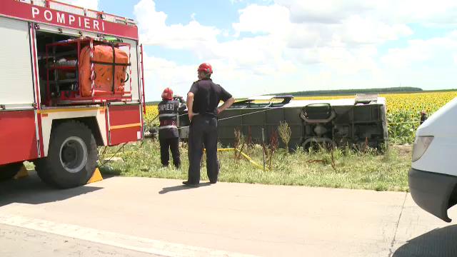 ANIMATIE GRAFICA. Cum a fost rasturnat un autocar cu 40 de oameni de un Logan. Filmul accidentului cu 33 de raniti de pe A2 - Imaginea 11