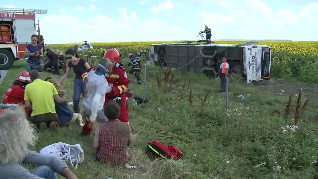 ANIMATIE GRAFICA. Cum a fost rasturnat un autocar cu 40 de oameni de un Logan. Filmul accidentului cu 33 de raniti de pe A2 - Imaginea 12