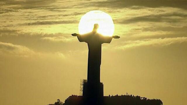 Imaginea fenomen a FINALEI Campionatului Mondial: apus de soare in spatele Statuii lui Iisus din Rio