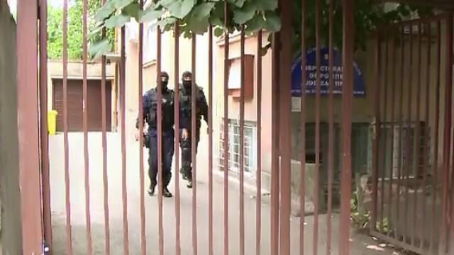 Arme aduse ilegal din Bulgaria si vandute pe piata neagra. Ce au gasit trupele speciale la 3 adrese din Pesac,langa Timisoara