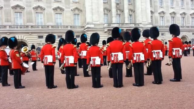 Garda Regala de la Palatul Buckingham