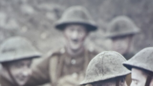 Fiul a murit in timpul Primului Razboi Mondial, insa parintii au reusit sa ii tina camera intacta, desi casa a fost vanduta
