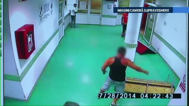 Circ la spitalul din Bacau. Un barbat, care sufera de tulburari psihice, a inceput sa arunce cu bancile in sala de asteptare