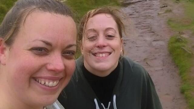 Escaladau un munte si s-au oprit sa-si faca un selfie. Ce s-a intamplat in secundele urmatoare le-a lasat fara cuvinte