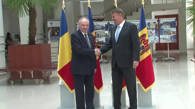 Presedintele Republicii Moldova, Nicolae Timofti, a primit titlul de Doctor Honoris Cauza. Iohannis, prezent la ceremonie