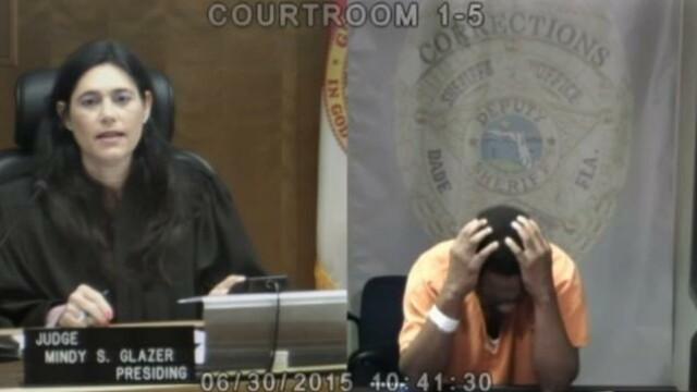 Adevaratul motiv pentru care acest hot a inceput sa planga de rusine cand a vazut cine este judecatorul. \