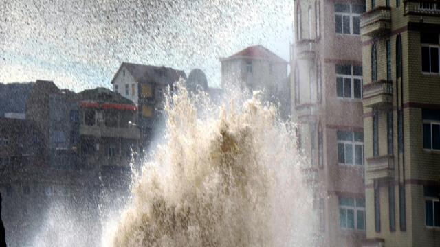 China, lovita de cel mai puternic taifun din ultimii 60 de ani. 30 de milioane de oameni ar putea fi afectati. VIDEO