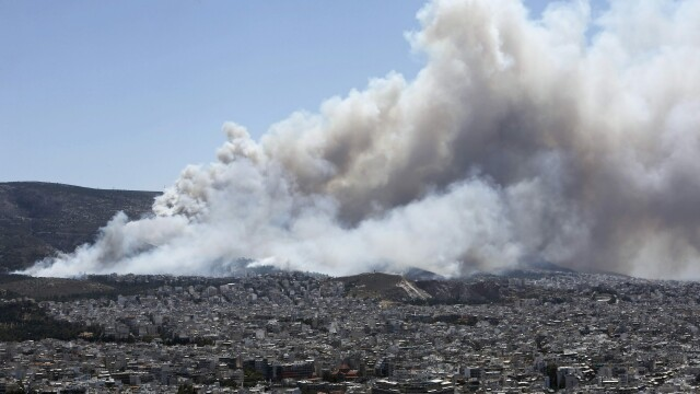 Alerta in Grecia dupa izbucnirea unor incendii violente. 100 de turisti evacuati. Guvernul cere ajutorul tarilor europene