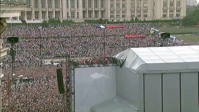 Robbie Williams la Bucuresti: concert fenomenal, organizare defectuoasa. Fanii, extrem de nemultumiti: