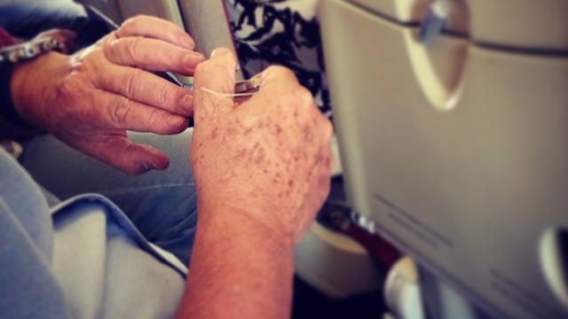 Viata secreta a insotitorilor de zbor. Un cont de Instagram dezvaluie cum este in realitate sa muncesti intr-un avion - Imaginea 8