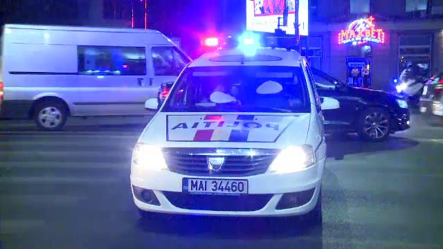 Accident in lant in centrul Capitalei, dupa ce un sofer a trecut pe rosu. Doi copii si mama lor au ajuns la spital