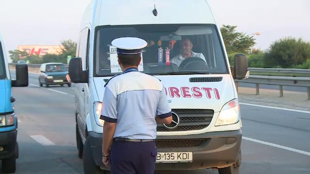 Razie la iesire din Bucuresti. Soferii de microbuze care transportau pasageri peste capacitatea vehiculului, amendati