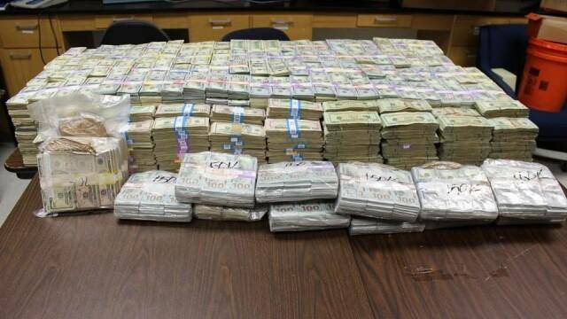 Cea mai mare captura facuta vreodata de politia din Miami. In casa cui au gasit 24 de milioane de dolari, in pereti. VIDEO
