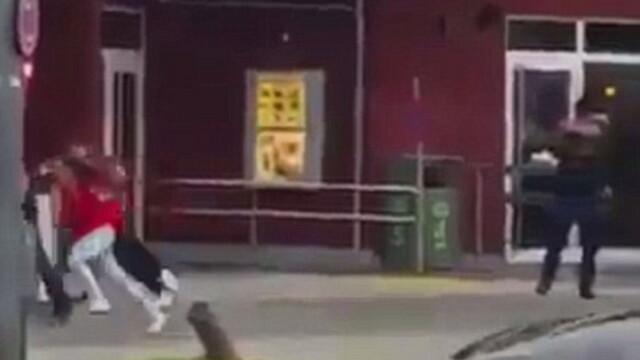 Atacul armat din Munchen a inceput in fata unui restaurant McDonald\'s. Momentul in care un suspect a deschis focul. VIDEO