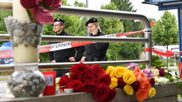 Un tata a venit sa depuna flori la Munchen, in locul in care a fost ucis fiul sau de 21 de ani. Cine sunt victimele atacului - Imaginea 3