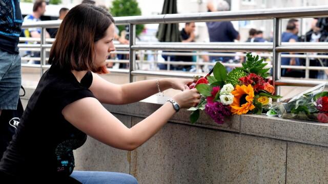 Un tata a venit sa depuna flori la Munchen, in locul in care a fost ucis fiul sau de 21 de ani. Cine sunt victimele atacului - Imaginea 4